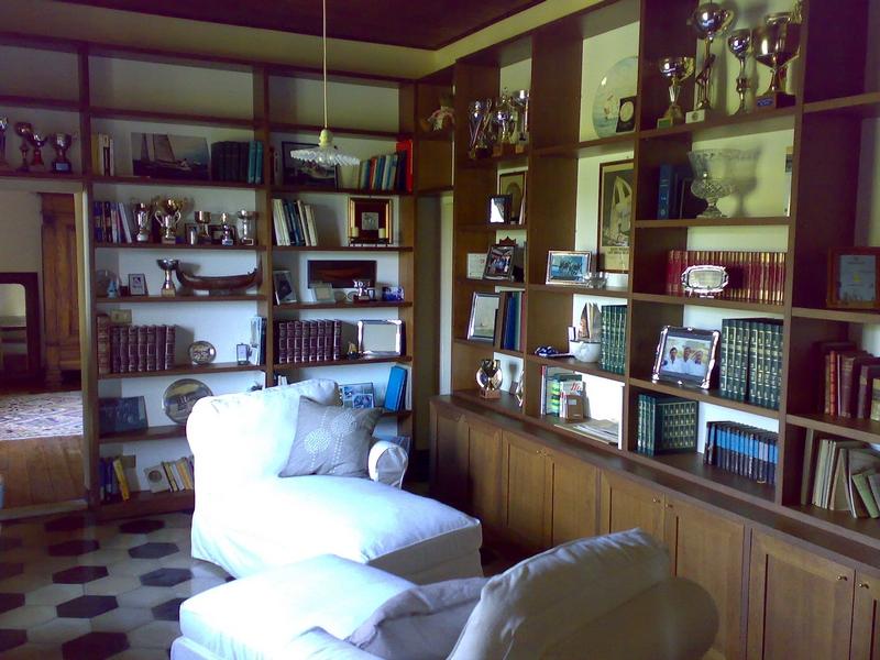 Librerie mobili soggiorno e divani realizzati su misura for Mobili progettati su misura