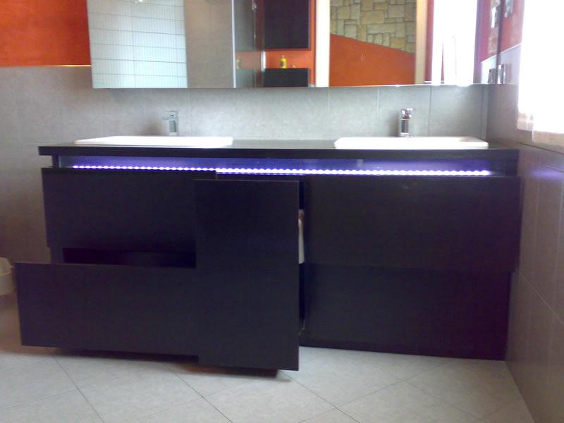 Mobili per arredo bagno realizzati in falegnameria su misura for Mobili per il bagno economici