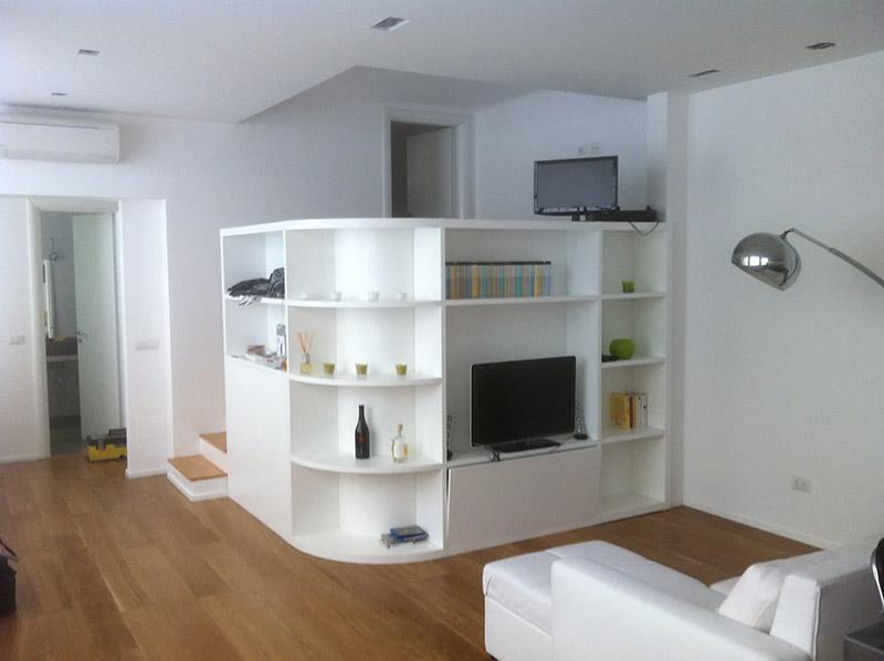 Librerie mobili soggiorno e divani realizzati su misura for Mobili su misura